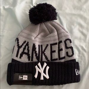 New York Yankees new era winter cap hat Pom nwt